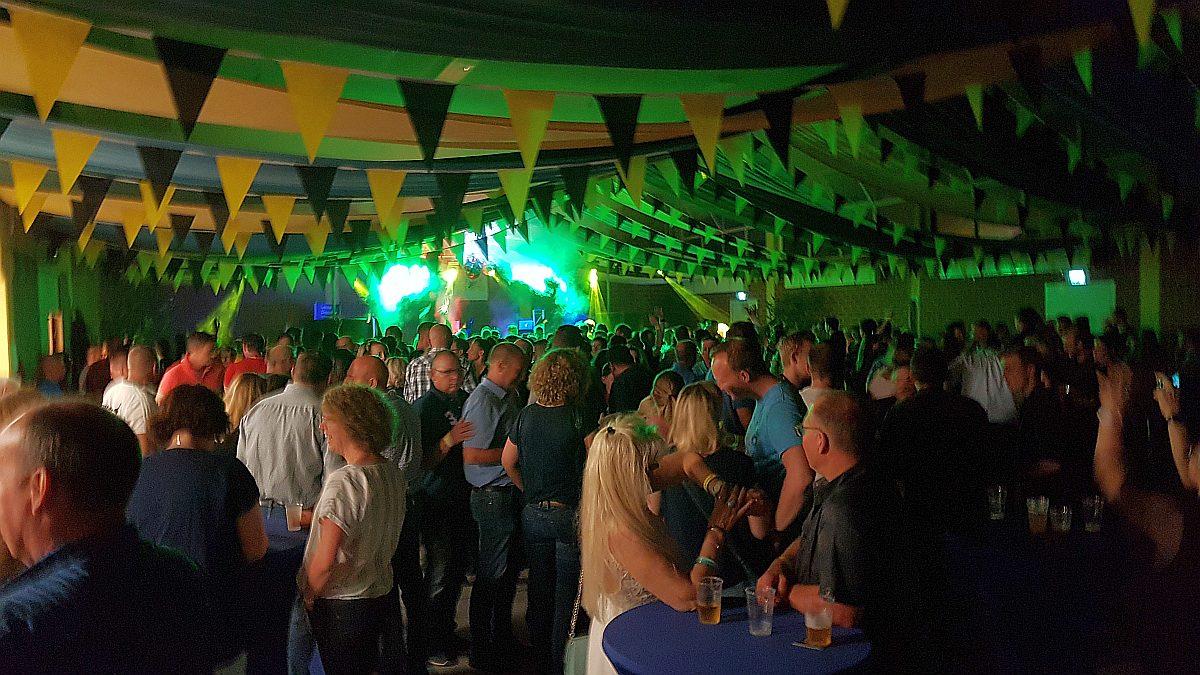 VfB100-DJ-Franky, Hille